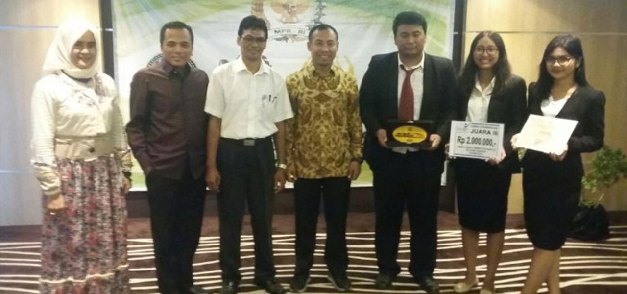 Tim Debat Fakultas Hukum Universitas Warmadewa berhasil meraih juara 3 dalam Debat Konstitusi MPR RI