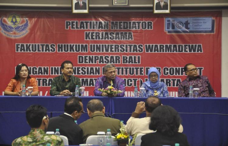 Pelatihan Mediator di Hotel Puri Ayu Denpasar