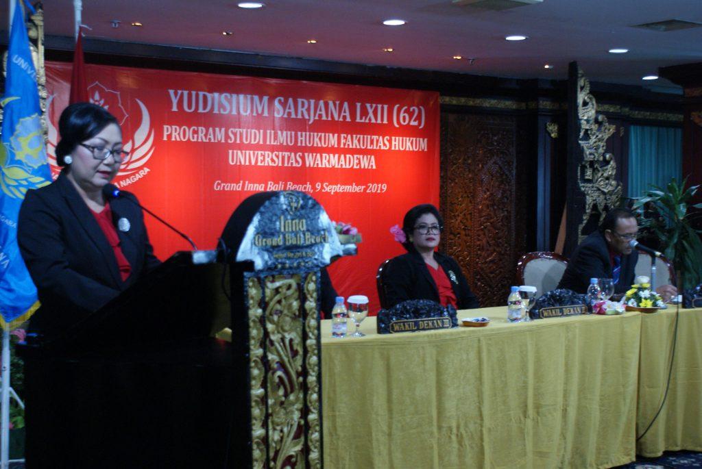 Acara dibuka dengan pembacaan SK Dekan FH Unwar untuk nama-nama lulusan FH Universitas Warmadewa pada Yudisium ke LXII (62) FH Unwar tahun 2019 oleh WD I FH Unwar.