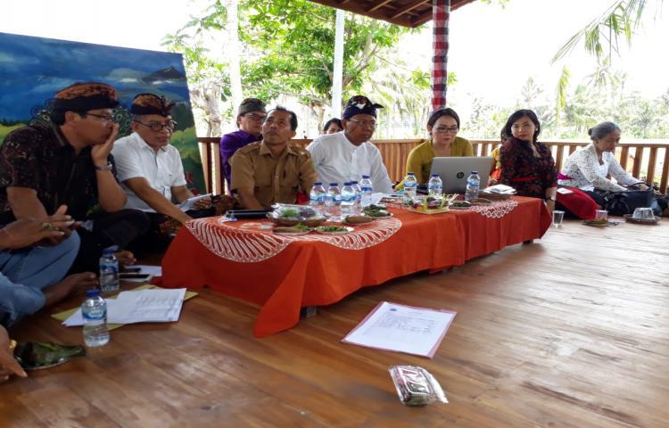 Tim pengabdian masyarakat Unwar saat ini melakukan pengabdian di desa Timpag Tabanan