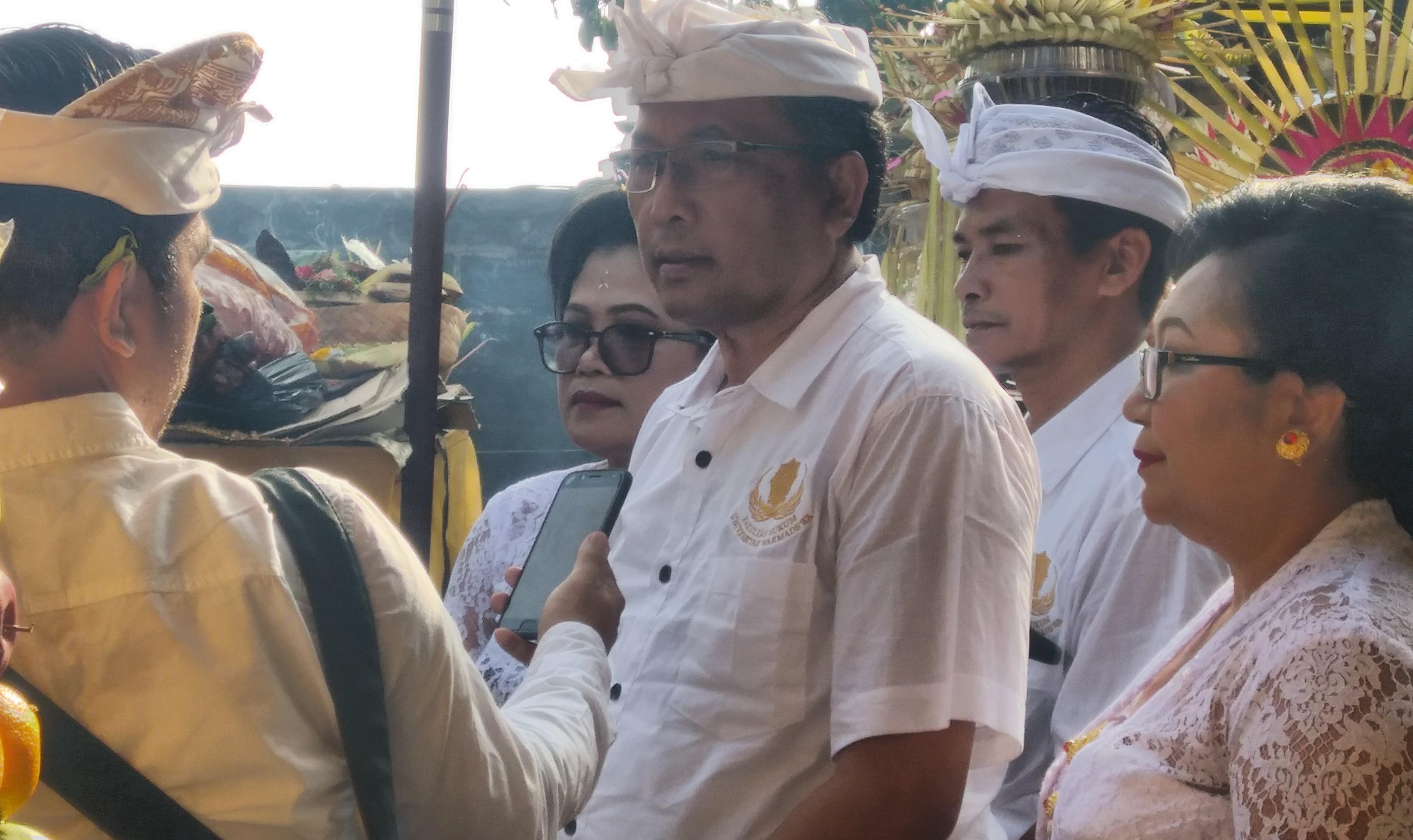 Upacara Hari Saraswati Universitas Warmadewa