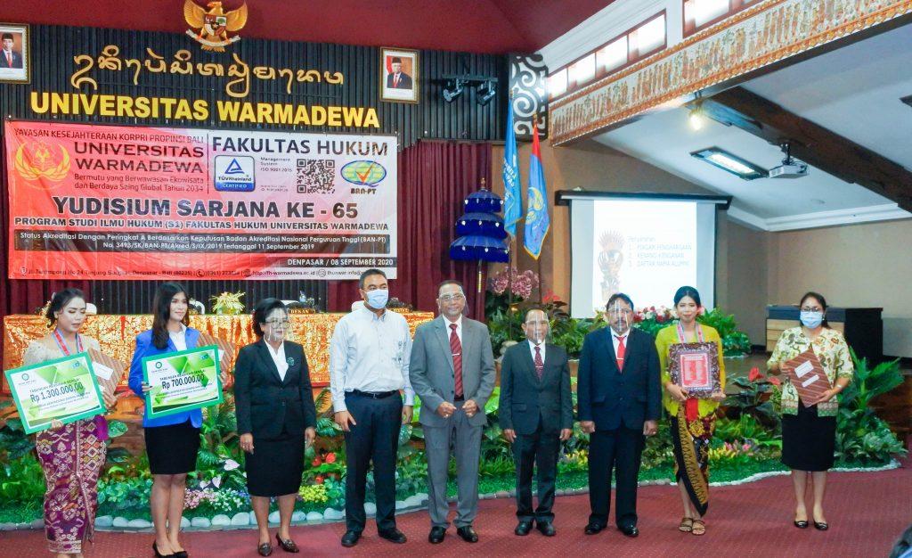 Pada acara Yudisium ini diserahkan piagam penghargaan kepada yudisiwan lulusan terbaik (Dyah Merry Ani dengan IPK 3,89), penghargaan kepada mahasiswa berprestasi di bidang non akademik (I Gusti Ayu Intan Chandra Dewi)